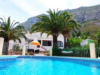 Villa Xop con vistas al mar y la montaña