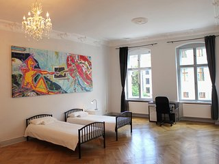 Bright 4 bedroom flat in Berlin City Center