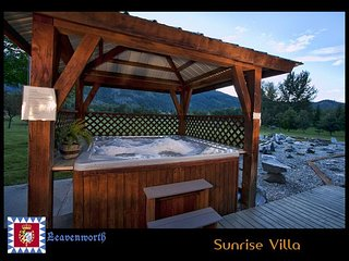 Enjoy the Sunrise Villa in Leavenworth, private hot tub,