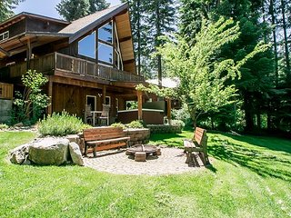 Nason Chalet, hot tub, Sat. TV and sleeps 12 guests.