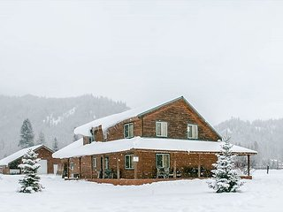 15% OFF MARCH SPECIAL- ALPINE ACRES, Private Hot Tub, WIFI