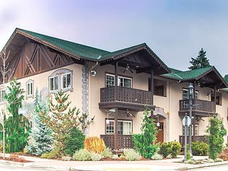 Bavarian Mountain Suite, luxurious downtown Leavenworth condo w/Wi-Fi