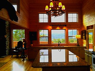 Hackberry Lodge - New Construction - Panoramic VIEWS!!!, Sevierville