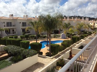 4 Bedroom townhouse in Condo. Swimming Pool. Central Algarve., Loule