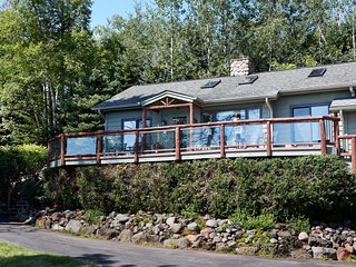 NEW! 'Serenity' 2BR Schroeder Cabin w/ Lake Views!