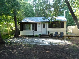 WhiteCaps 3 Bedroom Close to The Lake