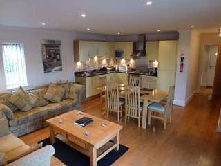 Seahorse Apartment.  Porthleven, Cornwall. 2 Bedroom 2 Bathroom central location
