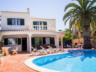 4 bedroom villa, walking distance to Camilo Beach