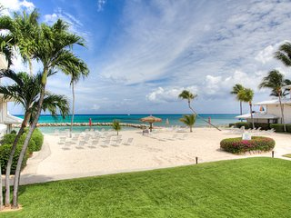Sunset Cove 2BR Oceanview Condo on Seven Mile Beach--Beautiful Views Await!, George Town