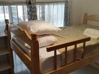 Shared room with bunk beds 10 mins from the airport, Alajuela