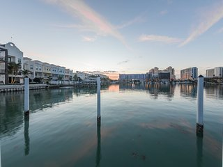 Incredible Views, Private Dock, Fishing, Dolphins, Walk to beach, 3 Balconies