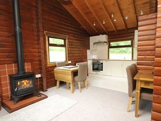Fully Fitted Kitchen with integrated appliances. Includes washing machine and dishwasher