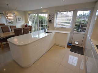 BOURNEMOUTH 3 BED HOUSE, 2 BATH CLOSE TO SANDBANKS, Bournemouth