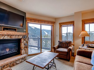 Great views, sleeps up to 8, walk to slopes, kids ski free!