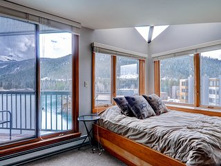 Beautifully Renovated - Sleeps up to 6. Kids Ski Free! ~ RA135511