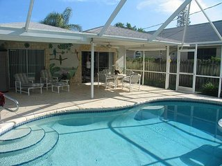 Lovely, quite 2 bed/2bath home with a pool.  Very close to the beach!, Naples Park