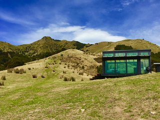 Manakau PurePod - luxurious glass eco-cabin in stunning & remote location, Kaikoura