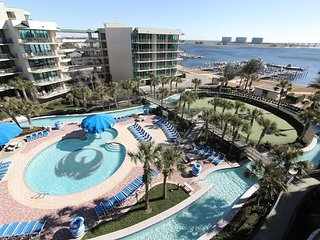 Beautiful Perdido Bay Resort Overlooking the Lazy River, Pools and Slide