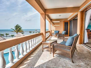 Gorgeous Beachfront 3 BR / 3 BA condo - Hol Chan Reef Villas - 2nd floor (2D)