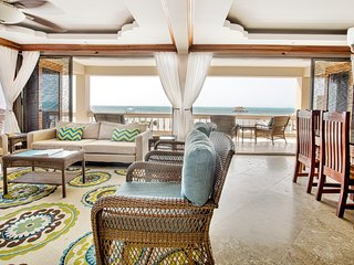 10% off March & April! Gorgeous Beachfront Luxury Condo with 3 Pools!