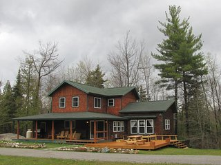 Beaver Creek Lodge - Romantic and Secluded with hot tub near Whiteface Skiing, Wilmington