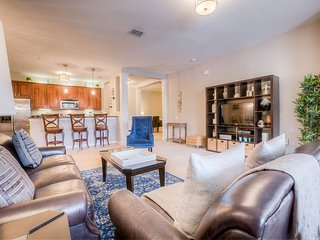 Stunning 2BD/2BA condo located in the Vista Cay Resort!