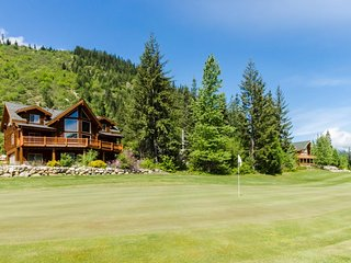 Family-friendly lodge w/ private hot tub, golf course views & skiing nearby!
