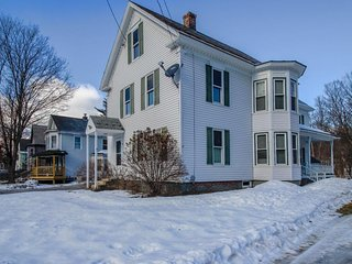 Multi-story home w/yard - on shuttle route to Okemo, walk to Ludlow Village!