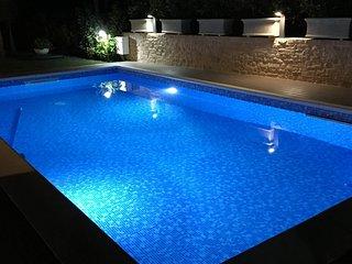 Moderna villetta con piscina e giardino A/C Wifi