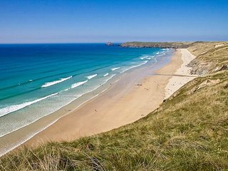 10 minute walk to Perranporth's famous 3 mile beach