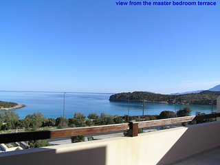 Sea Breeze Villa by Voulisma beach, at Istron Crete, accommodates max 9 people.