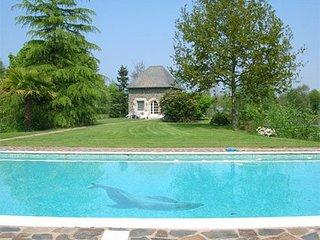Pavillon T2 dans parc avec piscine & étang