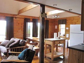 Clean fully equipped cabins-trail access