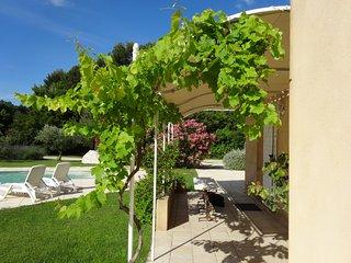 Très belle villa en colline avec piscine, Fontvieille