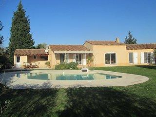 Très belle villa en colline avec piscine