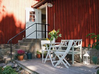 Eco Farm Cottage Near Stockholm, Skavsta Airport - private garden/lake view