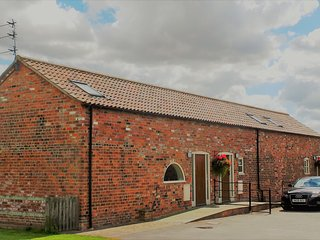 Grange Farm Cottages-Business/Hol Accommodation, Wressle
