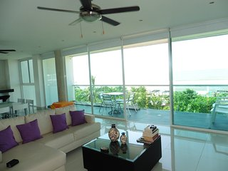 301 On the beach +2100 sq ft + 3 BR w/AC + 360º Views