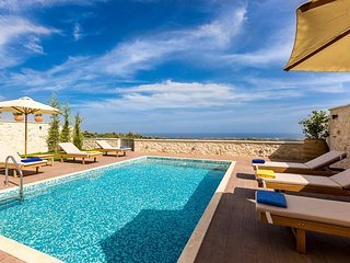 3 Bedroom Luxury Seaview Villa, Roupes Rethymnon Crete, Pikris