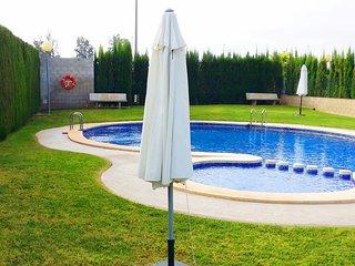 Adosado con piscina comunitaria cerca de Valencia, San Antonio de Benagéber