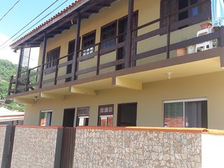 Apartamento 150 metros da praia em Floripa p/6 pessoas