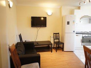 Refurbished 2 bed flat in Spitalfields, London