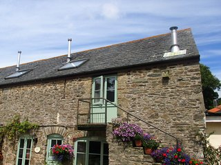 HOLLY COTTAGE, Slapton
