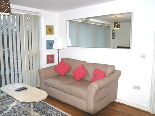 Modern One Bedroom Apartment in Iconic Queen Square, Bristol