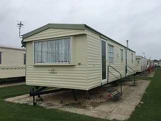 COASTFIELDS HOLIDAY VILLAGE 9 - 8 BERTH DOG FRIENDLY