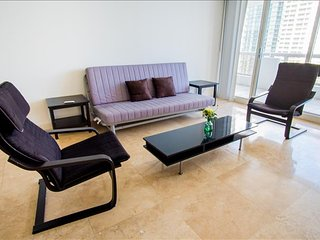 Luxurious Large One Bedroom w/balcony - Sleeps 5! Full Amenities! Book Now