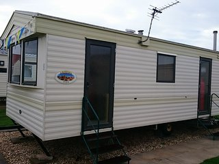 COASTFIELDS HOLIDAY VILLAGE 2 - 6 BERTH CARAVAN .....DOG FRIENDLY, Ingoldmells