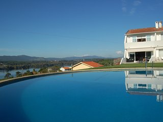 Is situated in the higher part of Gondarem, with superb views over Minho river