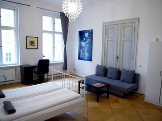 Fantastic 4-bedroom Apartment - BERLIN CENTER