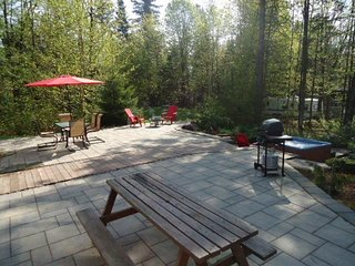 The Barracks: spacious cottage in Lac Sergent, Qc